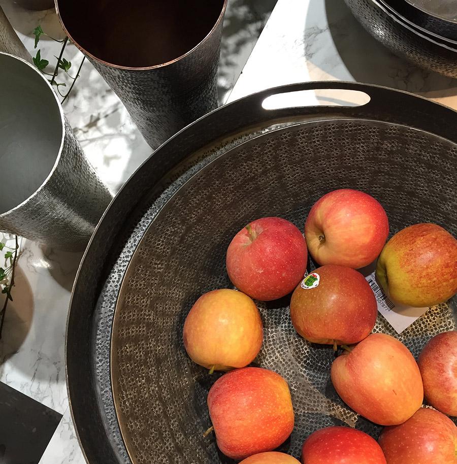Skålar äpplen